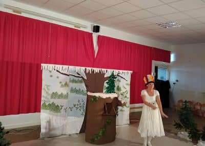 Ecole-NDK-Spectacle-firmin-le-lapin-1-400x284